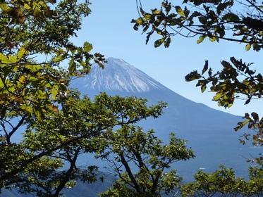 山頂は雪景色になっていた富士です。