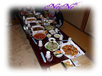 テーブルいっぱいの料理♪