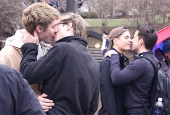 VD gay kiss