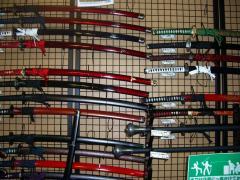 34日本刀がいっぱい1