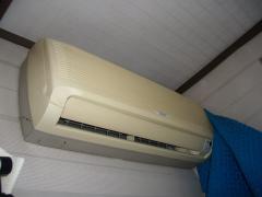 こんな古いエアコンを使っているのですよ!