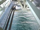 橋から海090102