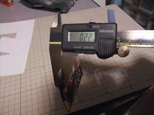台紙が付いてる状態でコレなんで実質0.2mmくらい