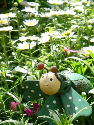 ハチの人形-1