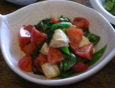 トマトとバジルとチーズのサラダ バルサミコで香りドレッシング