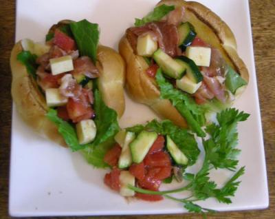 ペリカンのパンでサンドイッチ!生ハムとチーズとトマト 2008.4.29