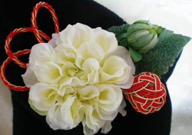 白ダリア・手鞠髪飾り