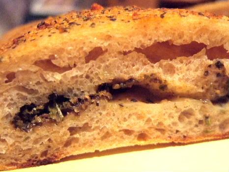 のらオリーブとチーズと松の実のリュスティック2