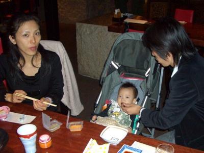 離乳食を食べるTsubaki