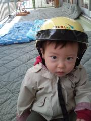 ヘルメットをかぶったTsubaki