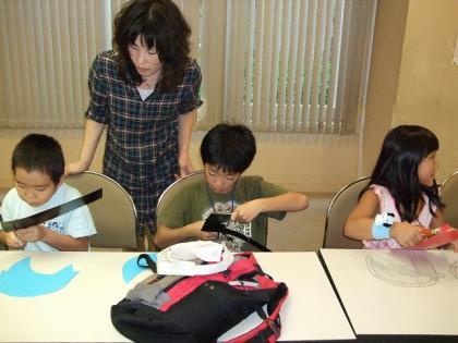 工作するカポエィラ・テンポの子供達
