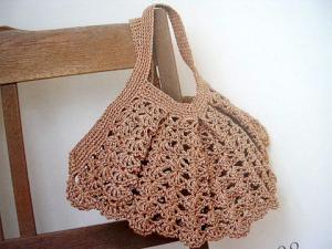 透かし編みの大人なバッグ