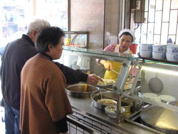 09年4月アモイ016佳味再添小吃店