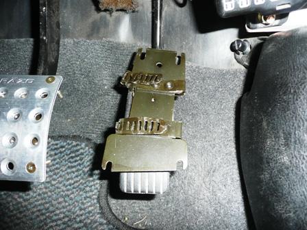 RAZO アクセルペダルカバー 取り付け準備(2)