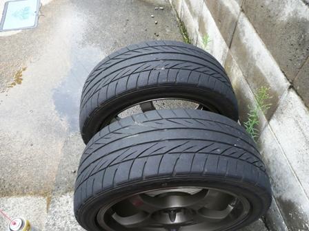 右タイヤのチェック