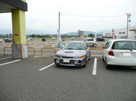 家電量販店駐車場