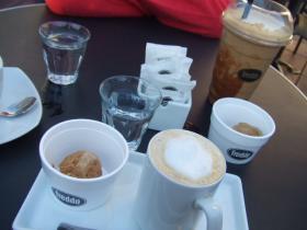 アイスカプチーノとコーヒー