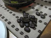 コーヒー豆柄の手ぬぐいとコーヒー豆