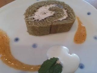 ロールケーキ柿ソース1