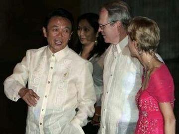 外交タロー:20070801フィリピンコンベンションセンターにて1「ヒル国務次官補、ケニー大使と」