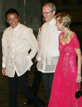 外交タロー:20070801フィリピンコンベンションセンターにて2「ヒル国務次官補、ケニー大使と」