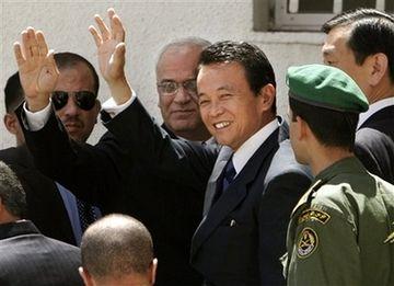 外交タロー:20070815ラマッラのパレスチナ大統領府に到着2