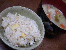 たけのこご飯とトン汁