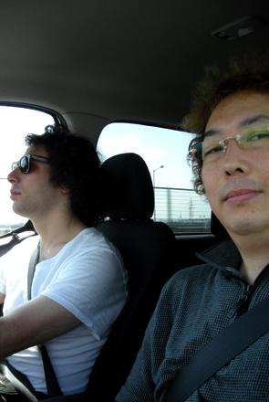 運転中のWilliamとDK