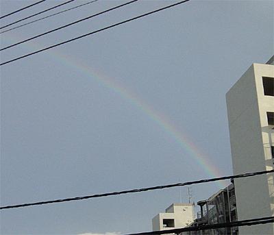通り雨後の虹