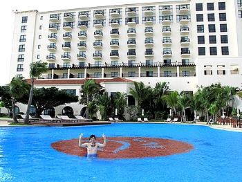 ホテル日航アリビラ 屋外プール 誰もいない!