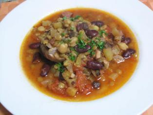 豚肉と3種の豆の煮こみ