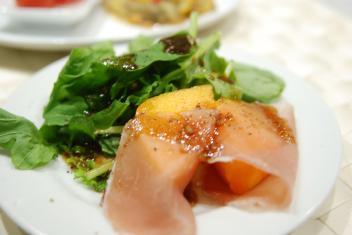柿と生ハムの手作りバスサミコがけ