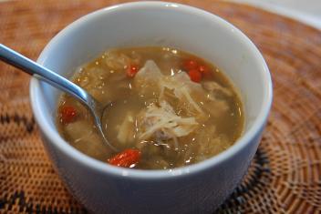 肉団子入り白きくらげと干し貝柱のスープ