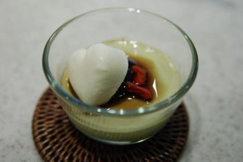 抹茶ブラマンジェ ハートのココナッツアイスのせ