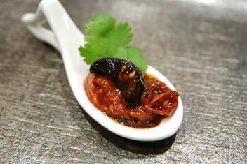 黒にんにくと焼きトマトのマリネ