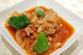 鶏肉と白いんげん豆のトマト煮