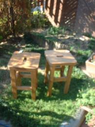 木の椅子でひなたぼっこ!