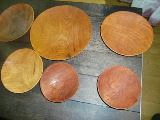 木のお皿たち