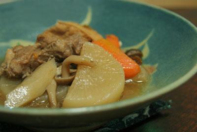 豚肉と根菜の煮込み