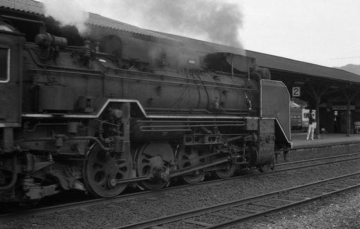 19720528関西線柘植駅878-1