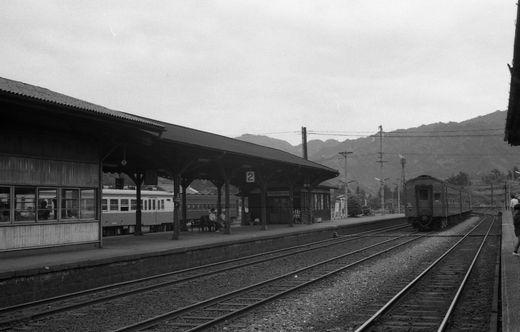 19720528関西線柘植駅875-1