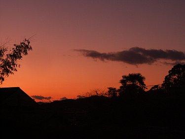 現場の夜明け。