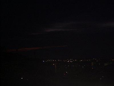 曇り空の夜明け