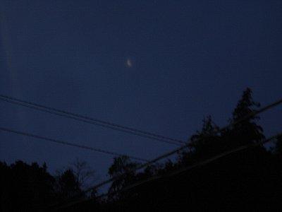 夜明けの月。