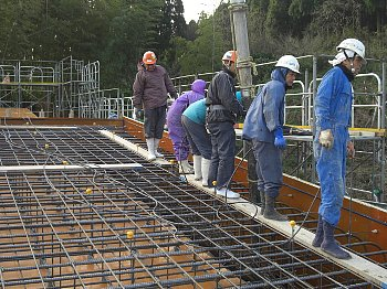 コンクリート打設しています