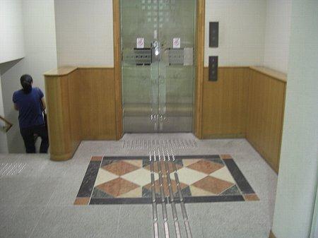 図書館エレベーター前