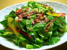 カリカリベーコンとルッコラのサラダ