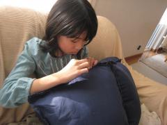 チョコのために縫い縫い♪
