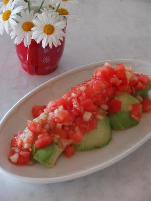 トマトサルサアボカド