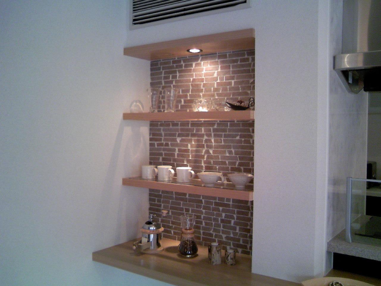 キッチン 背面収納 キッチン : ニッチも背面にタイルを使って ...
